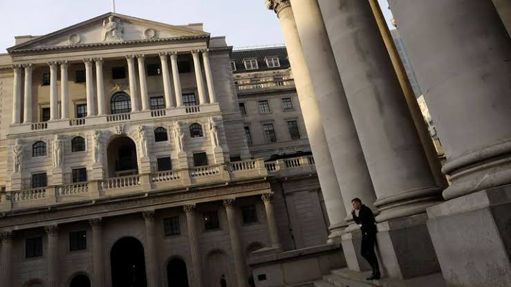 Bank of England keeps interest rates steady at 0.75%